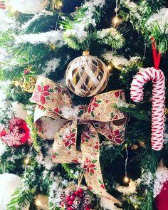 Christmas Wreaths, Christmas Ornaments, Holiday Decor, Home Decor, Decoration Home, Room Decor, Christmas Jewelry, Christmas Decorations, Home Interior Design