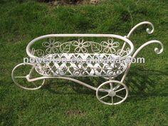 Resultado de imagen de carretillas  muebles de  hierro para jardin