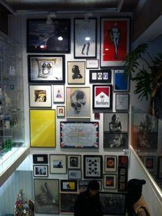 decorar con cuadros hasta el suelo Picture Wall, Picture Frames, Picture Collages, Exterior Design, Interior And Exterior, Photo Arrangement, Frame It, Dream Decor, Wall Collage