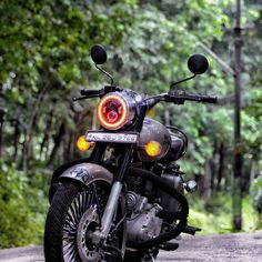 Photo Background Images Hd, Blur Background Photography, Iphone Photography, Photo Backgrounds, Royal Enfield Hd Wallpapers, Royal Enfield Classic 350cc, Bullet Bike Royal Enfield, Royal Enfield India, Royal Enfield Modified