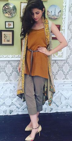 Street style pakistani fashion casual, pakistani outfits, indian outfits, i Pakistani Fashion Casual, Pakistani Outfits, Asian Fashion, Indian Outfits, Pakistani Street Style, Street Style India, Stylish Dresses, Simple Dresses, Casual Dresses