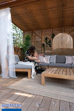 Husk at et overbygg gir skygge og ly Extend the summer season with a pergola or conservatory. Gazebo Pergola, Garden Gazebo, Living Room Decor, Living Spaces, Bedroom Decor, Other Rooms, Garden Projects, New Homes, Exterior