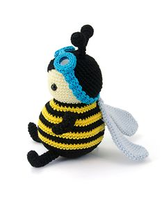 """amigurumipatterns: """"Zeno the bumblebee is part of our new book Zoomigurumi 4. Design by Airali Design. """""""