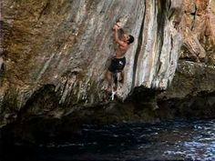 Chris Sharma: Deep Water Solo #climbing #bouldering #psicobloc Solo Climbing, Deep Water, Climbers, Bouldering, Snowboard, Athletes, Monkey, Skate, Spider