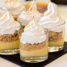 Pie Recipes 85373 Verrine lemon tart with thermomix, a dessert that will delight young and old . So simple, here is the thermomix recipe for unstructured lemon tart. Lemon Curd Recipe, Lemon Meringue Pie, Lemon Recipes, Pie Recipes, Dessert Recipes, Italian Meringue, Avocado Recipes, Brownie Desserts, Mini Desserts