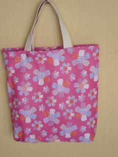 https://flic.kr/p/bo91Wi   Tote Bag - Bolsa 0001 A F   Por dentro. Tote bag confeccionada em Lona e forrada com tecido 100% algodão . Pintada .  Medidas: 40x37x8 cm