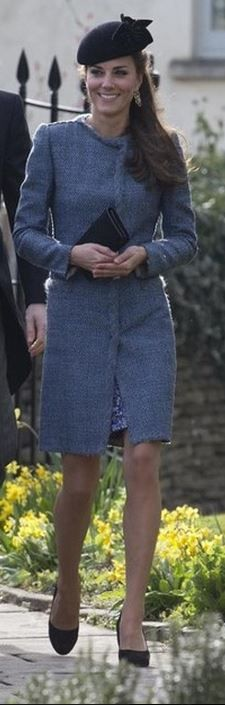 Who made  Kate Middleton's blue print dress, coat, black clutch handbag, pumps, and gold jewelry?