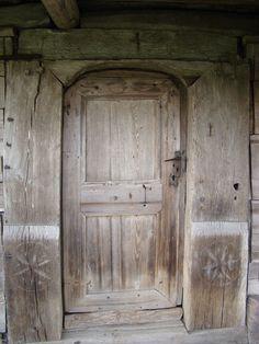 Biserica de lemn din Pruneni-portalul uşii de intrare - Biserica de lemn din…
