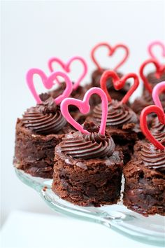Valentine's Day *Food* – Cherry Almond Brownie Bites (recipe) - Valentine's Day Bite Size Desserts, Just Desserts, Dessert Recipes, Valentines Day Desserts, Valentine Treats, Mini Cakes, Cupcake Cakes, Brownie Bites Recipe, Sinful Colors