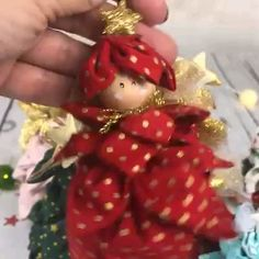 143 mentions J'aime, 11 commentaires - Maria Veneziano (Maria Canavello Mrasek. Fabric Christmas Ornaments, Easy Christmas Crafts, Christmas Sewing, Felt Christmas, Homemade Christmas, Christmas Angels, Christmas Projects, Fabric Christmas Decorations, Tree Decorations