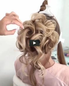 Hairstyle with a bun for the evening Pretty Hairstyles, Braided Hairstyles, Wedding Hairstyles, Hair Up Styles, Medium Hair Styles, Cabelo Ombre Hair, Wedding Hair Down, Hair Videos, Prom Hair