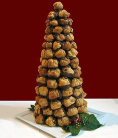 How-To: Christmas Croquembouche from Epicurious I made the Bon Appetit one with truffles several years ago - was amazing! Love any kind of croquembouche :)) Croquembouche Recipe, Christmas Tree Cookies, Christmas Treats, Christmas Time, Christmas Brunch, Christmas Parties, Christmas 2016, Christmas Recipes, Holiday Recipes