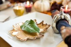 Place cards written on leafs for your Thanksgiving table Celebrate Good Times, Thanksgiving Table, Autumn Inspiration, Decorative Items, Party Planning, Tablescapes, Fall Decor, Place Cards, Create