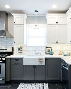 12 Stunning Two-Toned Kitchens | COCOCOZY
