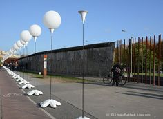 Berlin Wall Online - Chronicle of the Berlin Wall history includes an archive of photographs and texts
