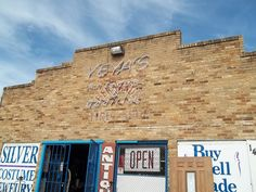 Rock-Oak-Deer: Yeya's Antiques and Oddities Yeya's is at 1423 E. Commerce just east of downtown San Antonio next to the fire station.  Hours are Tues-Fri 10am-5pm, Sat-Sun 10am-3pm