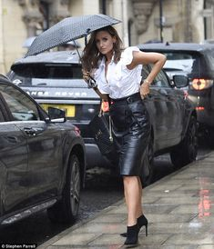 Catherine Tyldesley at Rosso Restaurant - Ricardo Prado- Long Leather Skirt, Black Leather Pencil Skirt, Leather Dresses, Leather Mini Skirts, Leather Outfits, Catherine Tyldesley, Skirt Fashion, Fashion Outfits, Fall Fashion