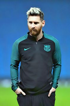 Lionel Messi of Barcelona looks on during a training session ahead of the UEFA Champions League match between Manchester City and Barcelona at the City Football Academy on October 2016 in Manchester, England. - 47 of 84 Messi Neymar, Messi 10, Messi Pics, Messi Soccer, Nike Soccer, Soccer Cleats, Barcelona Training, Cr7 Junior, Lionel Messi Wallpapers