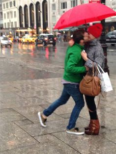 NYC Stranger Captures Unforgettable Moment For Random Couple
