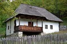 casa zona olteniei - Căutare Google Vernacular Architecture, Central Europe, Built Environment, Traditional House, Old Houses, Romania, Building A House, Gardens, Cottage