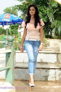 shanvi-stills-in-light-blue-jeans-and-light-pink-top-22-large.jpg (JPEG Image, 1064×1600 pixels)