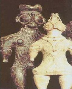 STAR GATES: If you saw someone with this special suit make sure to tack a photo, to show it to the next generations and let them learn who have been on earth. WHY THEY LEFT THIS HERE FOR US ON EARTH??? WHAT DO YOU SEE??? Kayapo, The Scythian artifact, 700 BC, found preserved in frozen tombs in the Altai  region of Siberia, Russia - near the China the border.