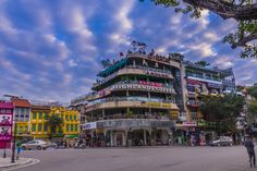 Hanoi - Dinh Tien Hoang streets