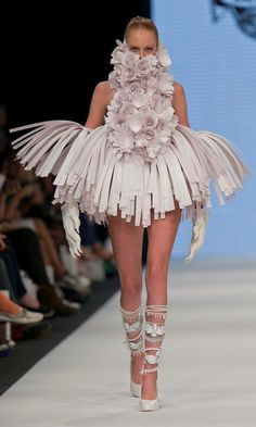 Bea Szenfeld S/S 2014. Image by Kristian Löveborg, pinned by Modeconnect.com