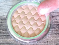 catrice highlighting powder 020 champaign campaign swatch