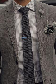 Bel accord de gris et de motifs à petits carreaux #look #chic #dandy #costume #carreaux #gris #style #menstyle #menswear #suit #grey