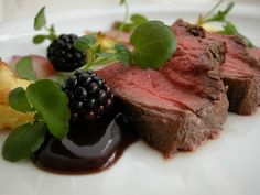 Gourmet Recipes, Cake Recipes, Healthy Recipes, Steak Plates, Great Recipes, Favorite Recipes, Food Plating, Plating Ideas, Beautiful Desserts