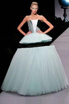 変わったドレス 14