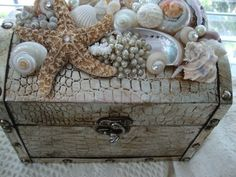 "a ""treasure box"" adorned with sea shells Seashell Art, Seashell Crafts, Seashell Projects, Diy Projects, Driftwood Projects, Driftwood Art, Cigar Box Crafts, Altered Cigar Boxes, Sea Crafts"