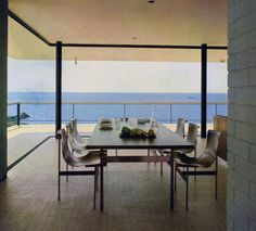 Lanaras weekend house by Architect Nicos Valsamakis - mid century modern greek Dining area. Athens Apartment, Classical Athens, Vintage Interior Design, Weekend House, Architect House, Modern Exterior, Mid Century House, Bungalows, Dom