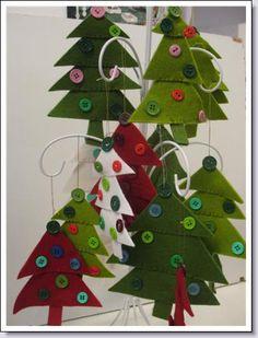 eenvoudige kerstbomen van atelier kleurrijk vilt  in Delft
