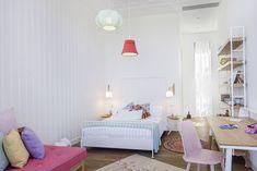 Ameublement chaleureux et moderne pour cette accueillante maison de charme