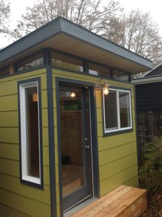 Modern-Shed home office in Portland, Ore.