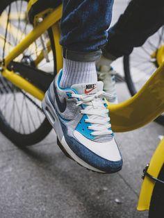 x Nike Air Max Light 'Easter Pack' Blue -. x Nike Air Max Light 'Easter Pack' Blue - 2013 (by Sneakers Vans, Converse, Casual Sneakers, Sneakers Fashion, Casual Shoes, Nike Air Max, Air Max Light, Sneaker Store, Shoes Photo
