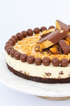 Crunchie & Malteser Cheesecake Conventional Method is part of food_drink - Nobake and totally delicious, our Crunchie & Malteser Cheesecake is the perfect dessert for any occasion (but be warned it's far too addictive! Maltesers Cheesecake, Cheesecake Desserts, Chocolate Cheesecake, No Bake Desserts, Dessert Recipes, Thermomix Cheesecake, Malteser Cake, Easy No Bake Cheesecake, Baked Cheesecake Recipe