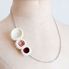 I've seen a lot of this crochet jewelry bizness lately, and I likes it!