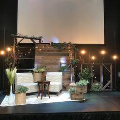 Tv Set Design, Stage Set Design, Church Stage Design, Design Ideas, Christmas Stage Design, Church Christmas Decorations, Stage Decorations, Church Lobby, Church Foyer