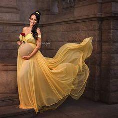 """Oi, Meninas e Meninos, tudo bem com vocês?  Hoje eu trago duas sessões de fotos super lindas para grávidas: Inspiração Gestante: Ensaio das Princesas Disney.  Gente, quando eu vi fiquei logo de cara encantada com tanta beleza! É de babar mesmo, acreditem!  A primeira sessão de fotografias que vou compartilhar aqui com vocês, é da @vicandmariephotography. Eles são um casal especializado em maternidade, recém-nascidos e outros. O casal mora em Houston, Texas. Confiram as """"Princesas da Disn..."""