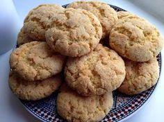 Mini harcha koekjes uit de oven. Ik heb middelmaat griesmeel gebruikt, maar je kan ook fijne griesmeel gebruiken. De glas die ik gebruik heeft een inhoud van 180 ml (Marokkaanse theeglas).