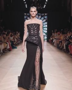 Tony Ward Look Fall Winter Couture Collection : Gorgeous Embroidered Peplum Slit Strapless Mermaid Evening Dress / Evening Gown with small Train. Couture Fall Winter Collection Runway Show by Tony Ward Tony Ward, Elegant Dresses, Sexy Dresses, Fashion Dresses, Formal Dresses, Wedding Dresses, Dress Outfits, Prom Dresses, Haute Couture Dresses