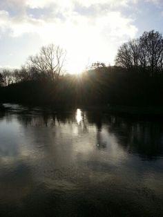 Gegenlicht Winter Wasser Fluss eiskalt Fluten