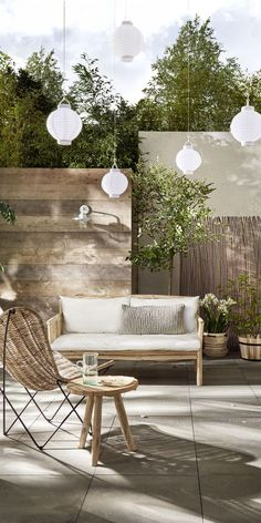 Rotan en bamboe tuin | Rattan and bamboo garden | KARWEI 3-2018 Garden Furniture, Outdoor Furniture Sets, Outdoor Gardens, Back Gardens, Outdoor Rooms, Outdoor Decor, Outdoor Living, Backyard Patio Designs, Backyard Projects