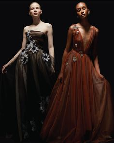Elegantly layered tulle & floral details. #ReemAcraPreFall19 . . . #ReemAcra #PreFall19 Gala Dresses, Formal Dresses, Luxury Dress, Beautiful Gowns, Playing Dress Up, Pretty Dresses, Designer Dresses, Fashion Dresses, Tulle