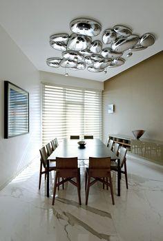 El comedor se acentúa gracias al luminario de Artemide. | Galería de fotos 5 de 13 | AD MX