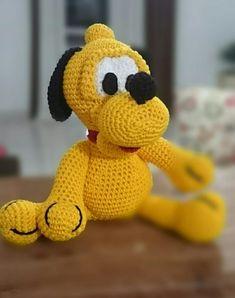 RECEITA DE PLUTO AMIGURUMI – JUNTOS POR AÍ, FAZENDO ARTE! Crochet Patterns Amigurumi, Tweety, Mickey Mouse, I Am Awesome, Teddy Bear, Toys, Disney, Pink, Junho