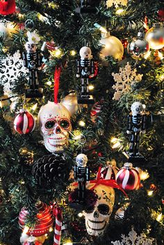Sugar skull ornaments - Day of the Dead tree Black Christmas, Winter Christmas, All Things Christmas, Christmas Shopping, Christmas Ideas, Halloween Decorations, Christmas Decorations, Christmas Ornaments, Diy Ornaments